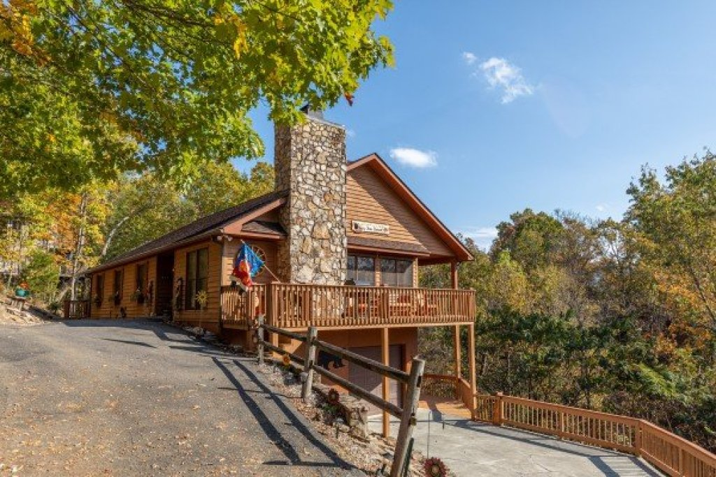 Photo of a Sevierville Cabin named Lazy Bear Retreat - This is the second photo in the set.