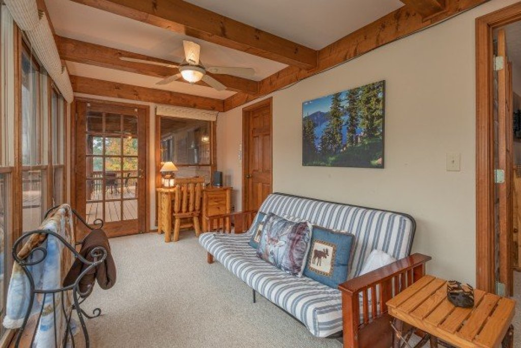 Photo of a Sevierville Cabin named Lazy Bear Retreat - This is the twenty-first photo in the set.