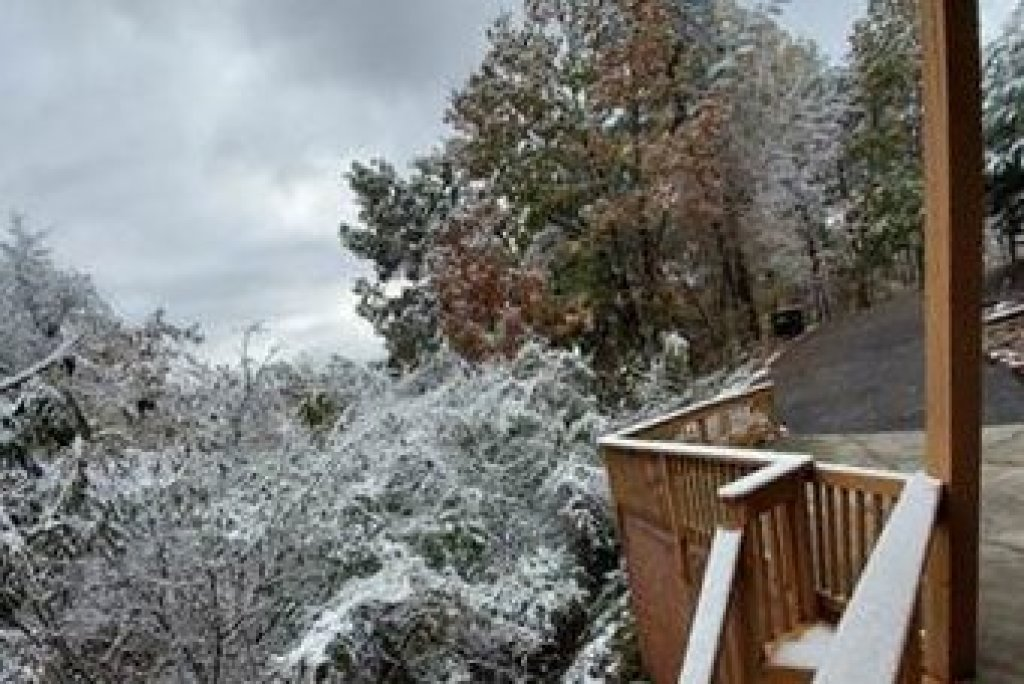 Photo of a Sevierville Cabin named Lazy Bear Retreat - This is the thirty-seventh photo in the set.