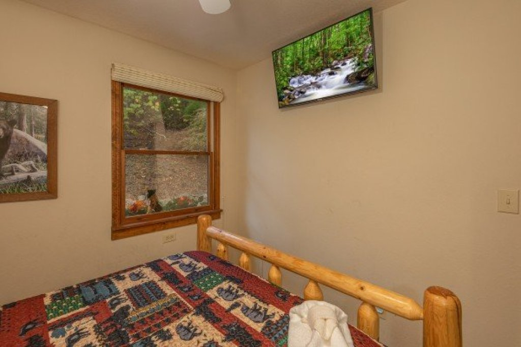 Photo of a Sevierville Cabin named Lazy Bear Retreat - This is the fifteenth photo in the set.