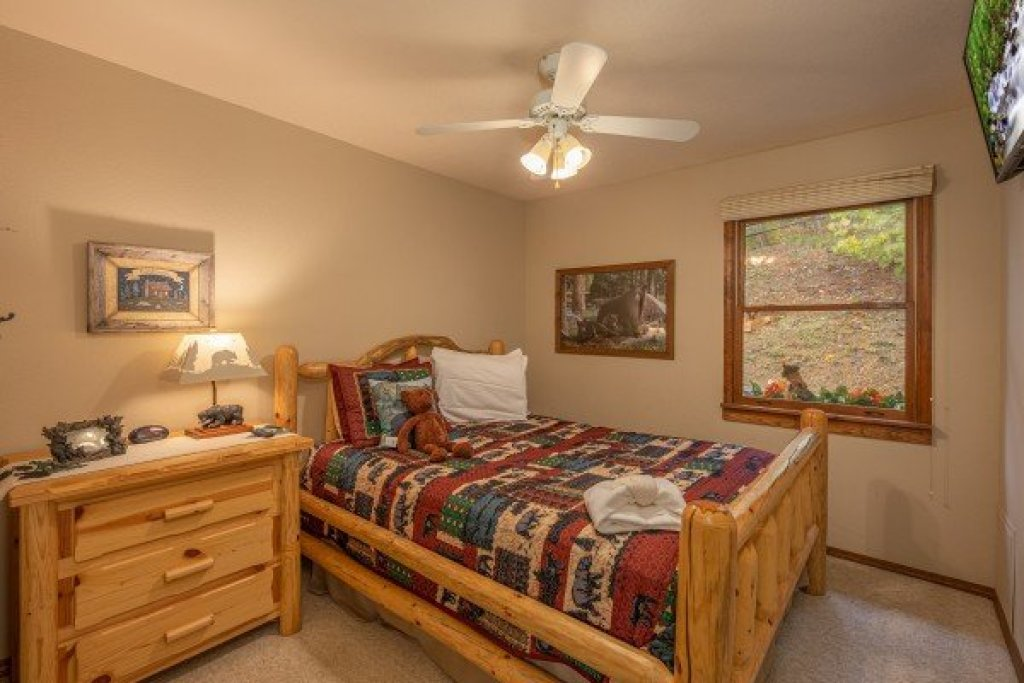 Photo of a Sevierville Cabin named Lazy Bear Retreat - This is the fourteenth photo in the set.