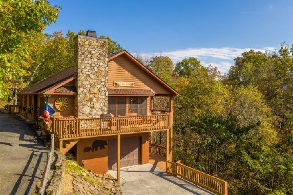 Photo of a Sevierville Cabin named Lazy Bear Retreat - This is the thirty-third photo in the set.