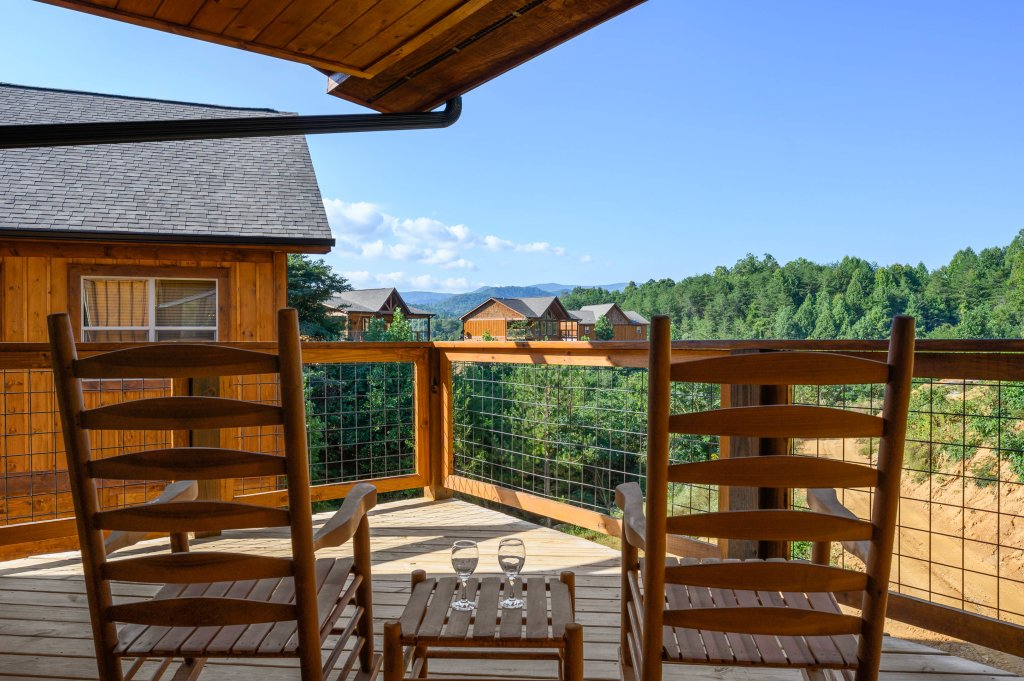 Photo of a Pigeon Forge Cabin named Shangrila Oasis - This is the second photo in the set.
