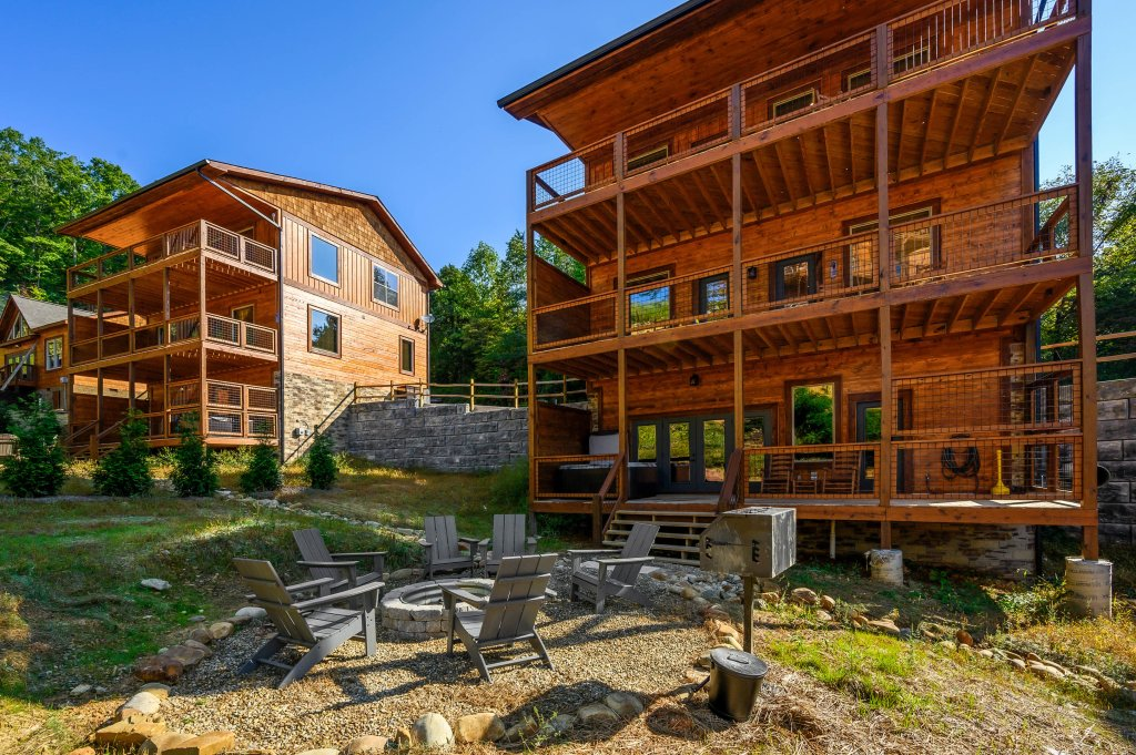 Photo of a Pigeon Forge Cabin named Shangrila Oasis - This is the thirty-fourth photo in the set.