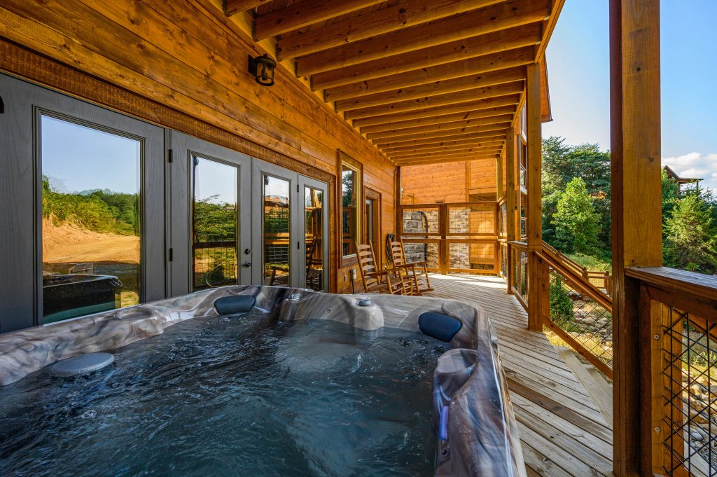 Photo of a Pigeon Forge Cabin named Shangrila Oasis - This is the thirty-second photo in the set.