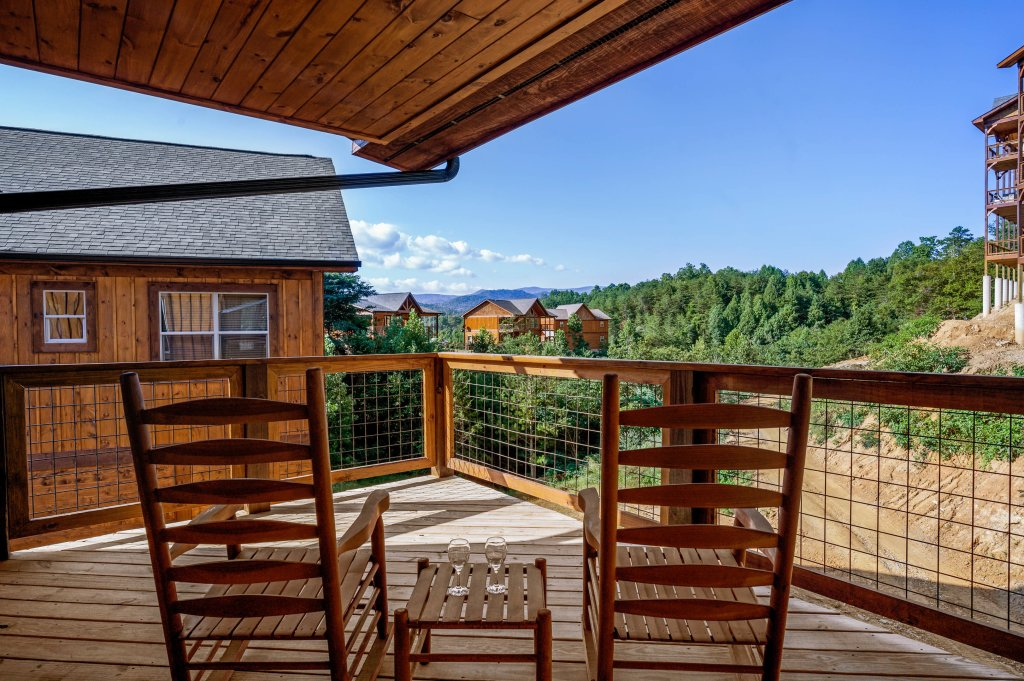 Photo of a Pigeon Forge Cabin named Shangrila Oasis - This is the seventy-ninth photo in the set.
