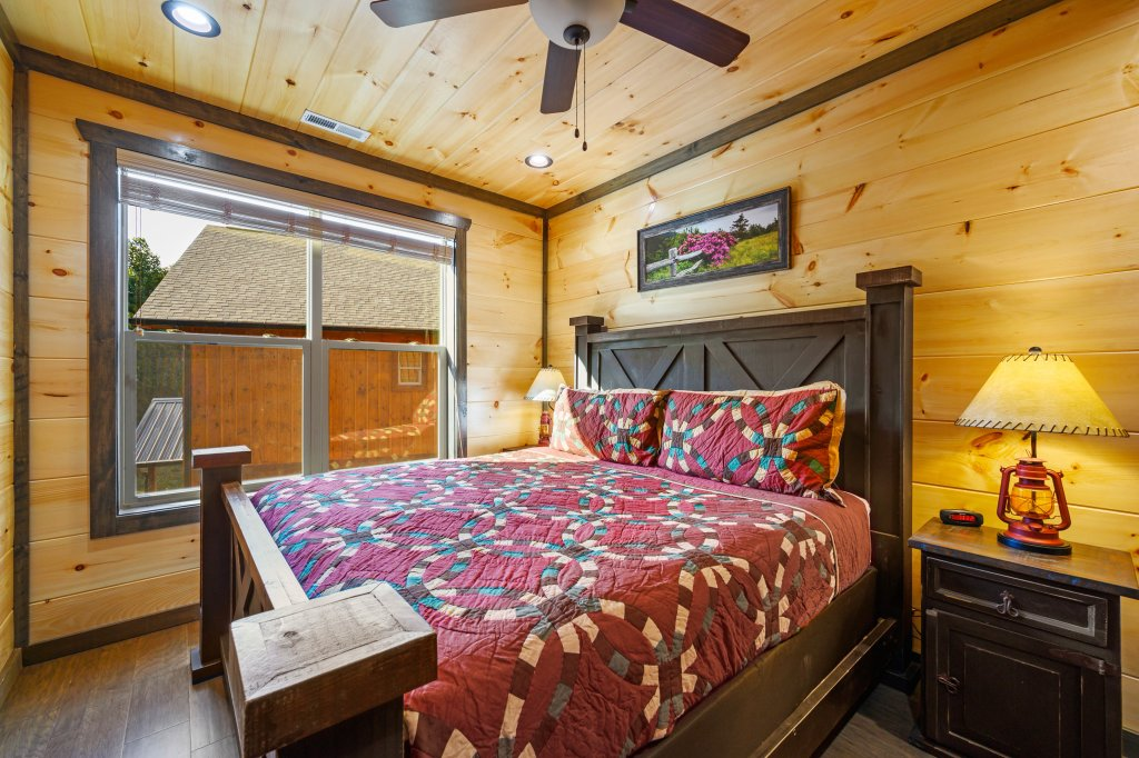 Photo of a Pigeon Forge Cabin named Shangrila Oasis - This is the seventy-second photo in the set.