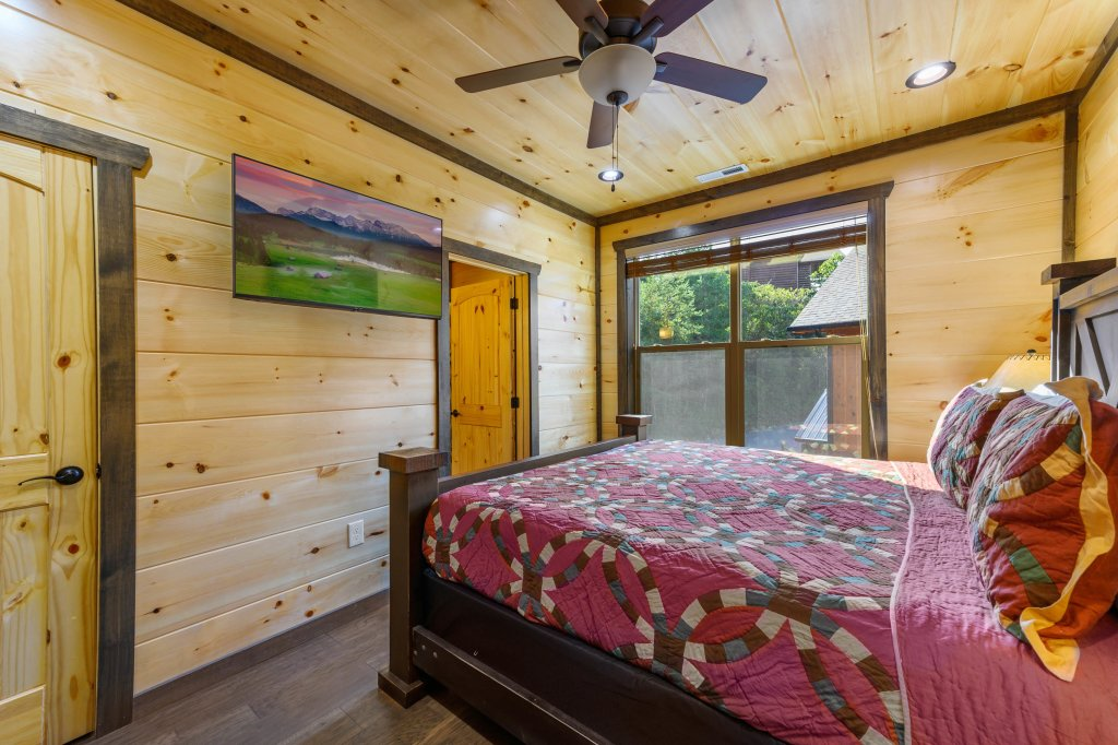 Photo of a Pigeon Forge Cabin named Shangrila Oasis - This is the seventy-first photo in the set.