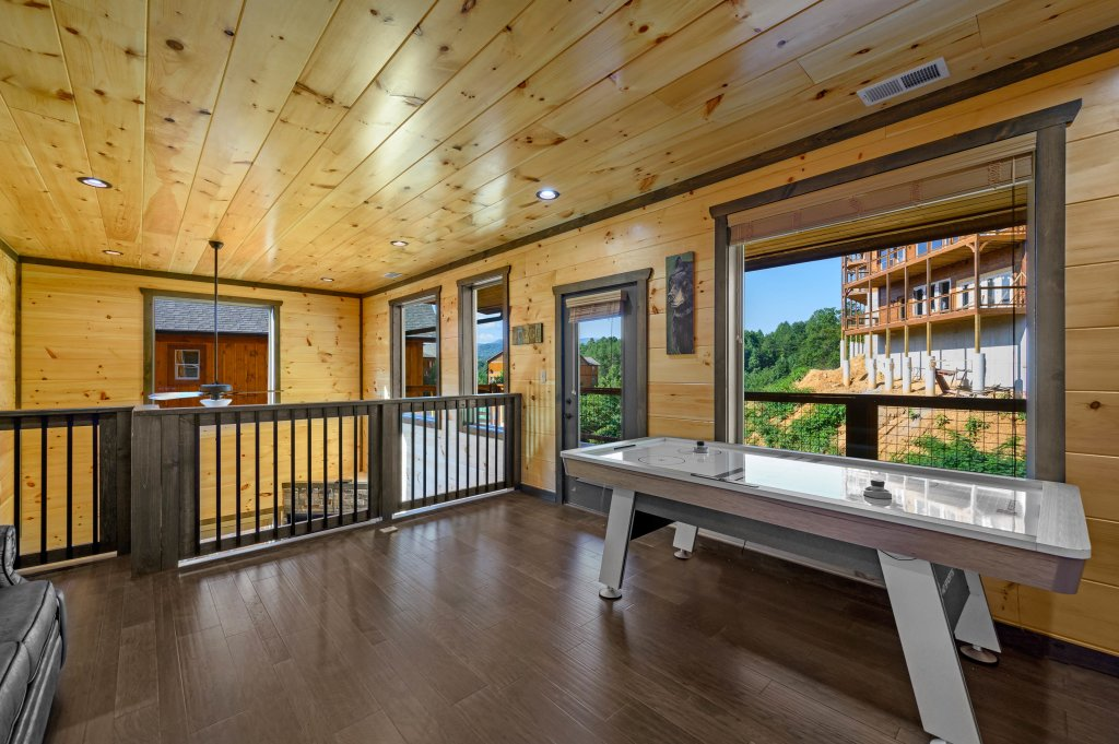 Photo of a Pigeon Forge Cabin named Shangrila Oasis - This is the seventy-seventh photo in the set.