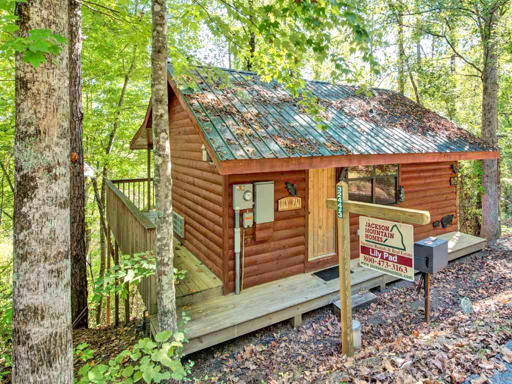 Lily pad cabin in sevierville w 1 br sleeps2 for Jackson cabins gatlinburg tenn