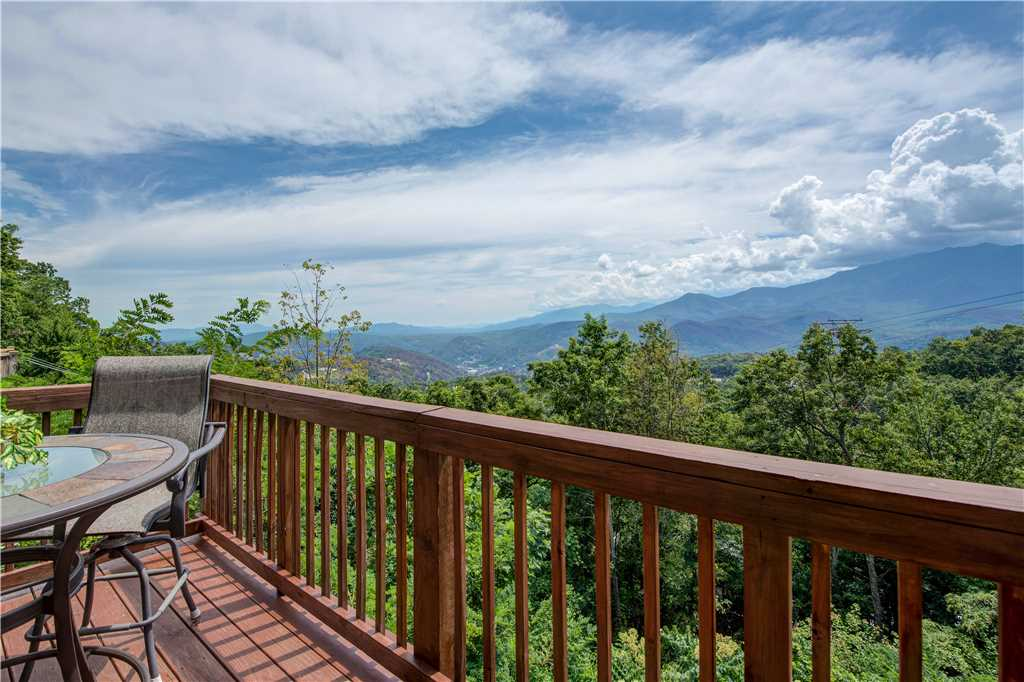 Smoky mountain view cabin in gatlinburg w 3 br sleeps6 for Cabin rental smokey mountains