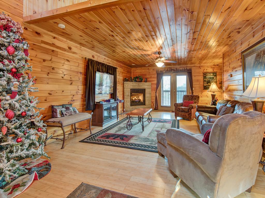 Apple bear lodge cabin in gatlinburg w 4 br sleeps16 for 12 bedroom cabin rentals in gatlinburg tn