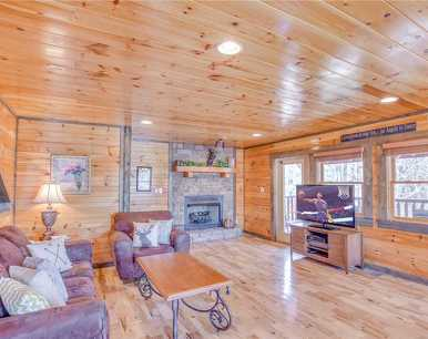 Old Hickory Lodge, 4 Bedrooms, WiFi, Theater Room, Hot Tub, Sleeps 18