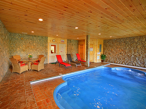 Splashing sunrise cabin in pigeon forge w 2 br sleeps6 for Cabin indoor pool