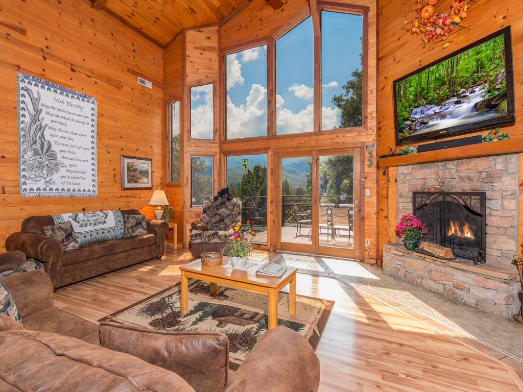 Emerald view cabin in gatlinburg w 3 br sleeps14 for Smoky mountain cabin rental with private pool