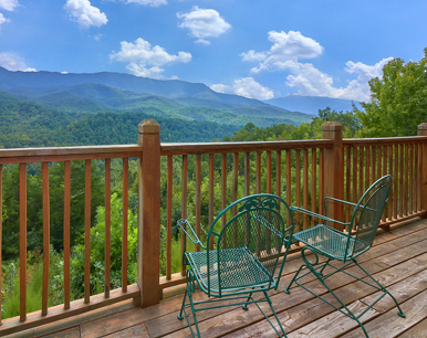 Knotty Squirrel, 4 Bedrooms, Mtn Views, Game Room, Pool Access, Sleeps 10